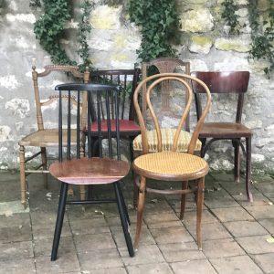 Série de six chaises anciennes dépareillées