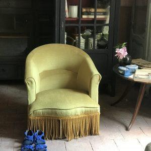Fauteuil crapaud vintage velours jaune moutarde
