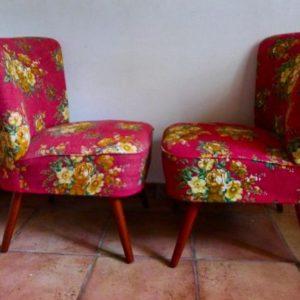Paire de fauteuils cocktail vintage a fleurs