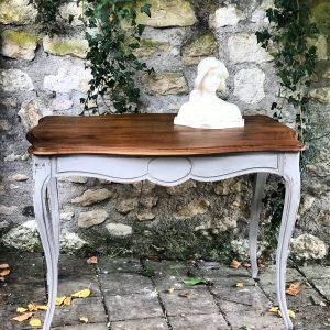 Table de style Louis XV patiné gris